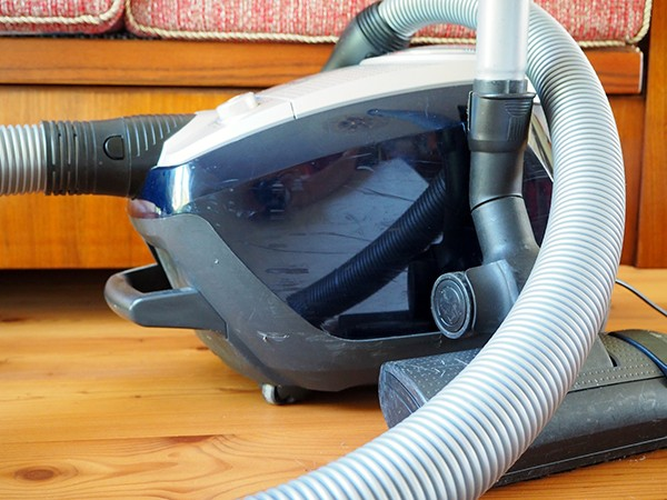 Deciding Whether To Repair Or Replace Your Old Vacuum Cleaner